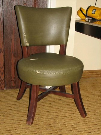 Homewood Suites by Hilton Chattanooga/Hamilton Place: 2nd (of only 2) Torn Chairs in Room