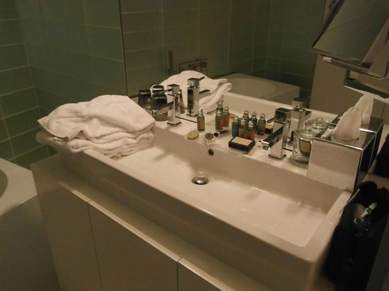 Seven Hotel Paris by Elegancia: Where do I put my vanity ?