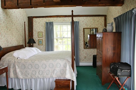 Chesterfield Inn: Room 17