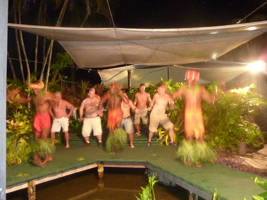 Shangri-La's Fijian Resort & Spa: showtime at Geckos Restaurant