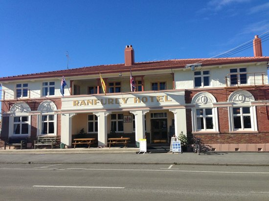 Ranfurly, New Zealand: The hotel and pub.