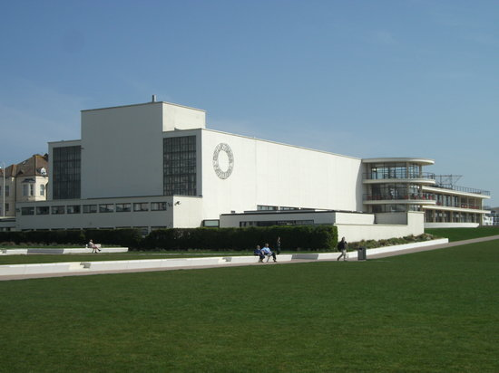 Bexhill-on-Sea, UK: Enjoy the De La Warr Pavilion!
