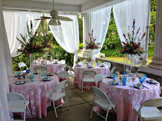 Herlong Mansion Bed and Breakfast Inn: June 1st Veranda Reception