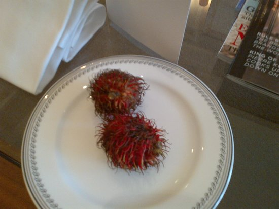 Claridge's: Rambutans to welcome us!