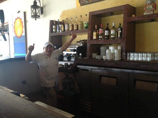 Akumal Beach Resort: My favorite bartender, Wilbert