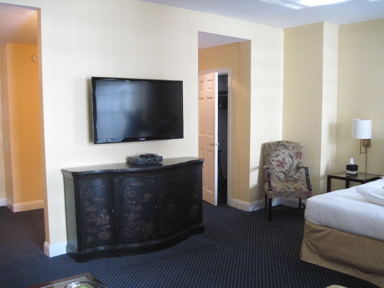 3 West Club: Master Suite - Newly Renovated!