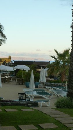 Porto Santa Maria Hotel (Porto Bay): short walk to sun terrace