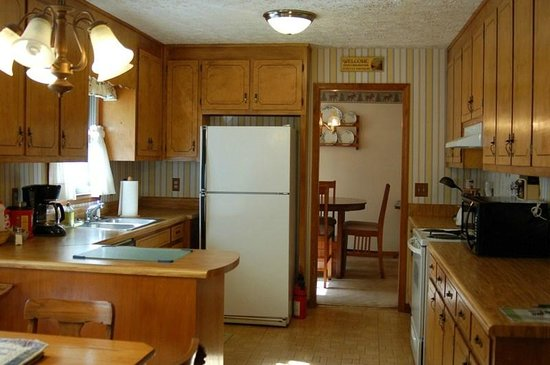 Long Mountain Lodge: Cabin - large eat-in kitchen fully + dining room