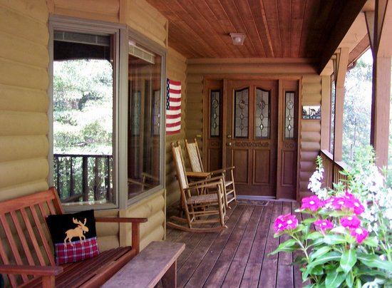Long Mountain Lodge: Cabin porch