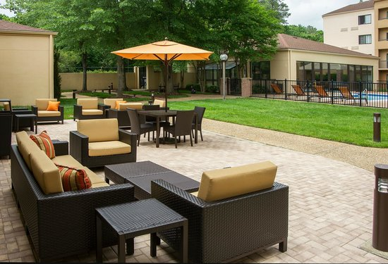 Courtyard by Marriott Williamsburg Busch Gardens Area: Outdoor Patio