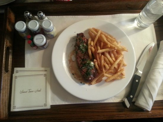 Sunset Tower Hotel: Room Service - Steak Frites