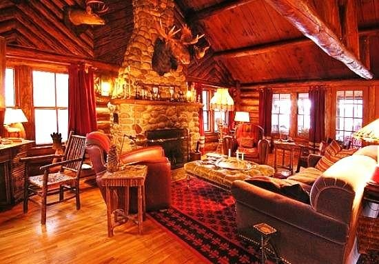 Hayward, WI: spider-lake-lodge-bed