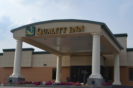Huntingburg (IN) United States  City new picture : Huntingburg, IN: Hotel Canopy and Entrance