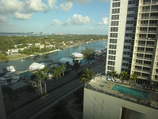 Miami Beach Resort and Spa: View towards canal