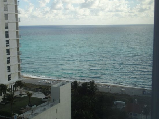 Miami Beach Resort and Spa: View towards beach