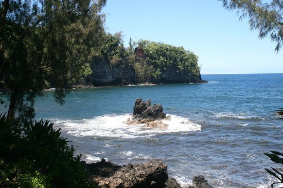 Papaikou, HI: Garden leads to picturesque Onomea Bay