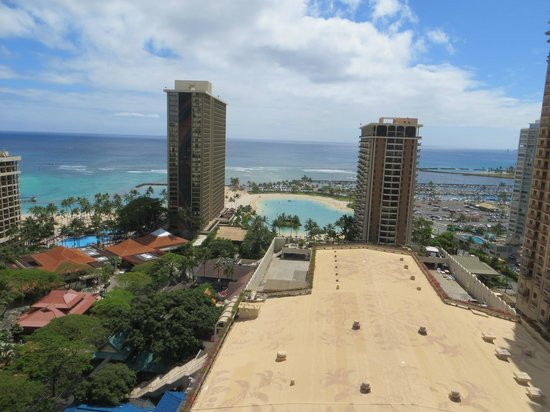 Hilton Hawaiian Village Waikiki Beach Resort: Oceanview from the living room ...... heavenly!