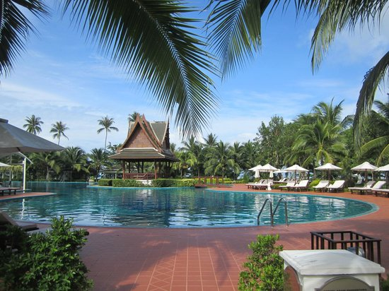 Sofitel Krabi Phokeethra Golf & Spa Resort : Grounds view / pool