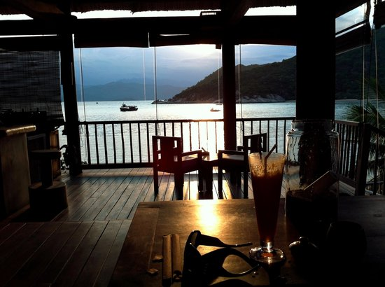 Six Senses Ninh Van Bay: The Bar and Sunset