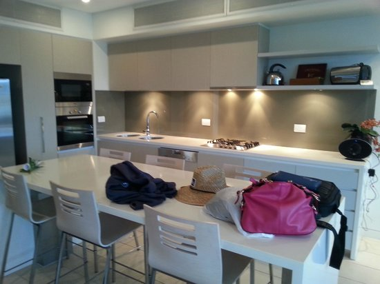 Coconut Grove Apartments: kitchen