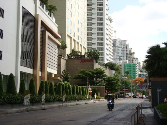 Sukhumvit Park, Bangkok - Marriott Executive Apartments: Far view