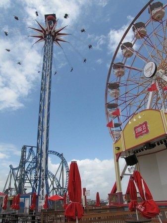 ‪‪Galveston Island‬, تكساس: Swings and Ferris Wheel‬
