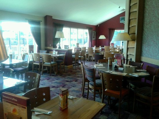 Premier Inn Blackburn South: Dining Room in the Oakenhurst Restaurant