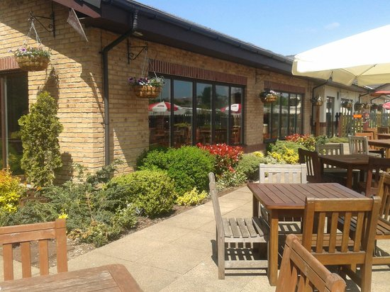 Premier Inn Blackburn South: The Beer Garden at the Oakenhurst Restaurant
