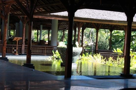 Padma Resort Bali at Legian: Restaurant and enterance of the yard