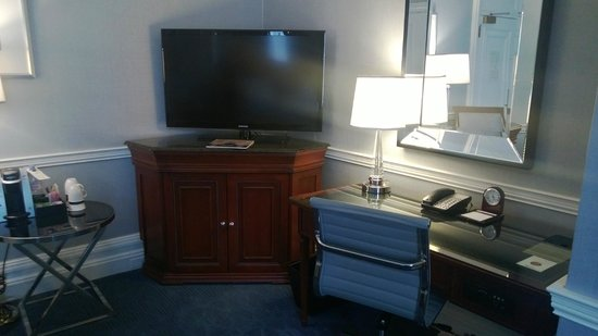 The Fairmont Copley Plaza, Boston : Flat panel, Keurig and Desk area