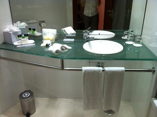 Four Points by Sheraton Barcelona Diagonal: Bathroom ammenities