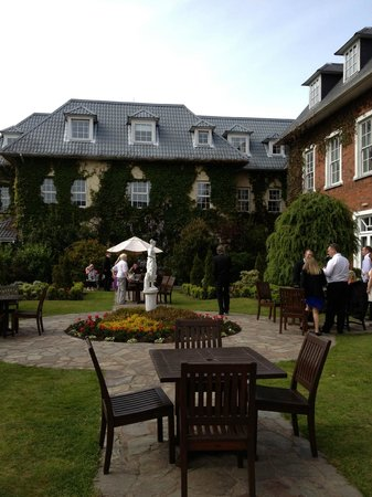 Hayfield Manor Hotel: courtyard view