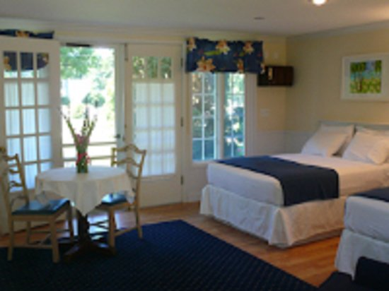 Harbor Springs, MI: Two Double Beds
