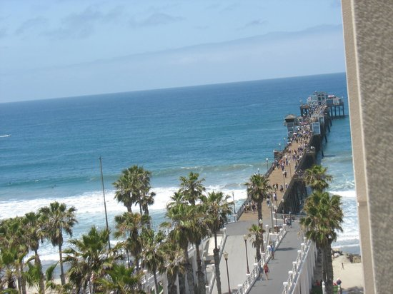 Wyndham Oceanside Pier Resort: View of pier from our Balcony