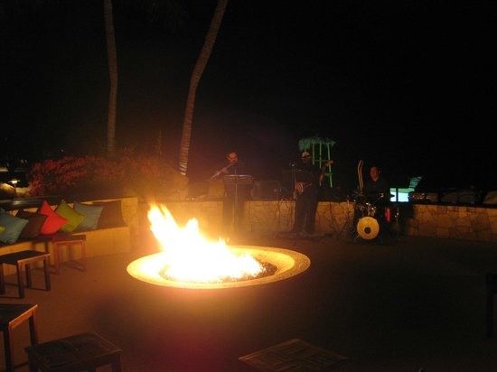 Fiesta Americana Grand Los Cabos Golf & Spa: Live music by the fire pit every Thursday - Saturday nights