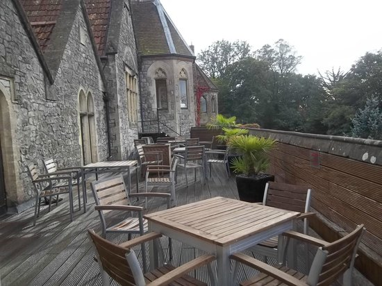 DoubleTree by Hilton Bristol South - Cadbury House: Outside Drinks Terrace