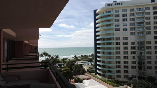 The Alexander All-Suite Oceanfront Resort : View from the room balcony, beach!