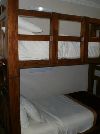 Park Vue Inn: Earthquake-proof bunk bed