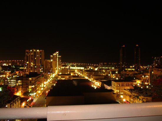 Ramada Inn & Suites Gaslamp/Convention Center: roof top view of the city at night