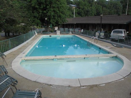 Marshall's Creek Rest Motel: Pool