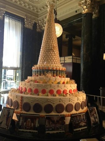 The Westin St. Francis San Francisco on Union Square: Fancy macaroon cake in the foyer