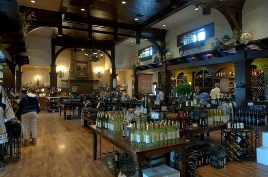 Lexington, Kuzey Carolina: Inside of the wine tasting and gift store