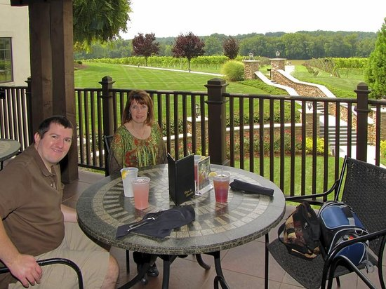 Lexington, Carolina del Norte: Sitting on the Bistro Verandah waiting for the meal