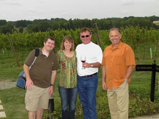 Lexington, Kuzey Carolina: Us with Richard Childress (in white shirt) out near the Vineyards area