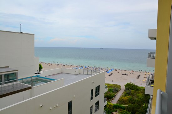 Hilton Bentley Miami/South Beach: View from our corner room
