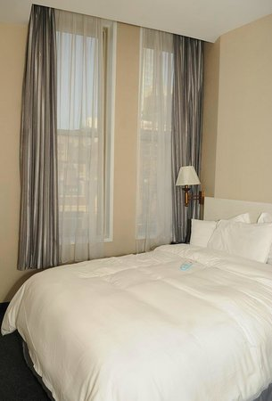Tribeca Blu Hotel: Big windows