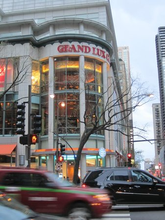 Hotels Near Grand Lux Cafe Chicago