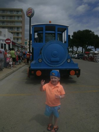 Hi! Bouganvilla Aparthotel: thomas the free train to the beach
