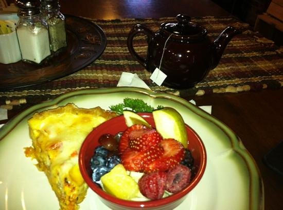 Minocqua, WI: Prosciutto Quiche with yummy fresh fruit