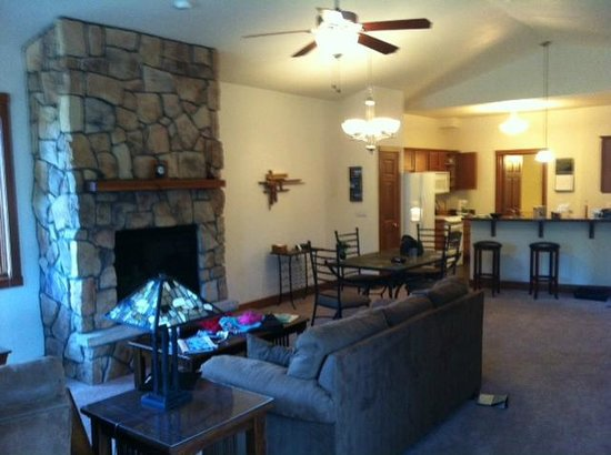 Black Canyon Inn: Living area